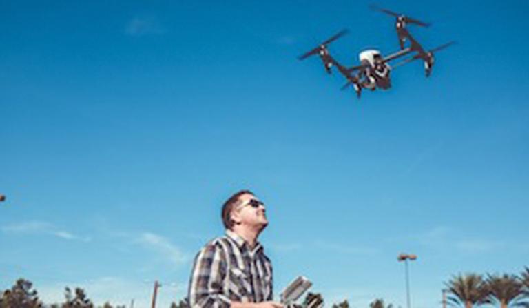 dron-768x447